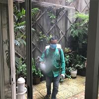 Ảnh:  Phun thuốc diệt muỗi tại quận 2, kiểm soát dịch bệnh do muỗi gây ra